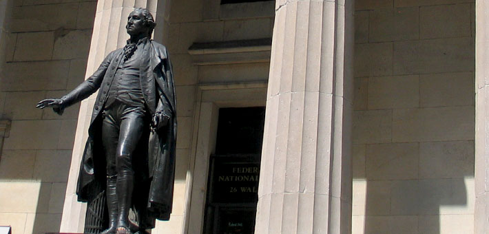 Photo of George Washington statue in front of Federal Hall