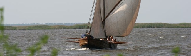 A replica shallop is sailing on the James River