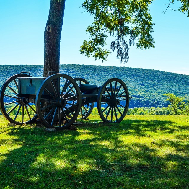 A canon replica from the civil war at the Bolivar Heights overlook.