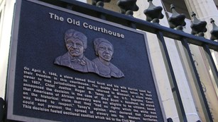 the plaque outside the Old Courthouse honoring Dred and Harriet Scott
