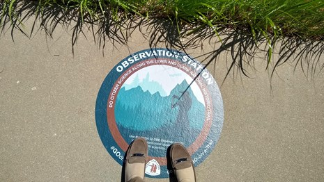 feet on observation station