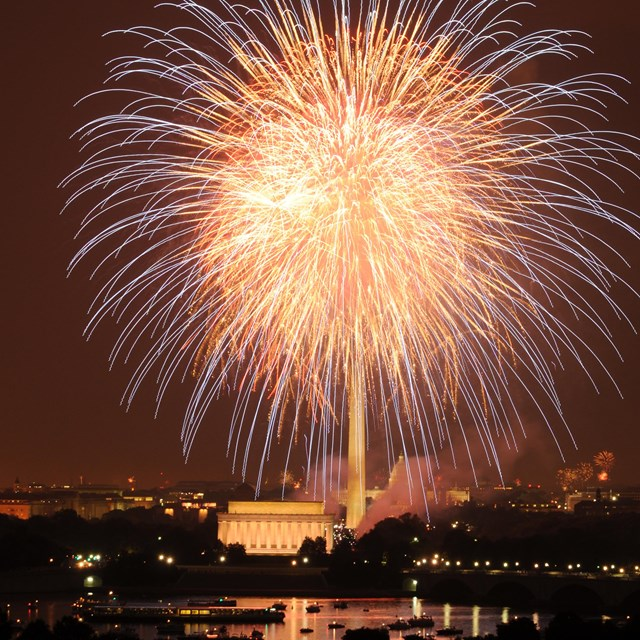 Fireworks over the Lincoln Memorial