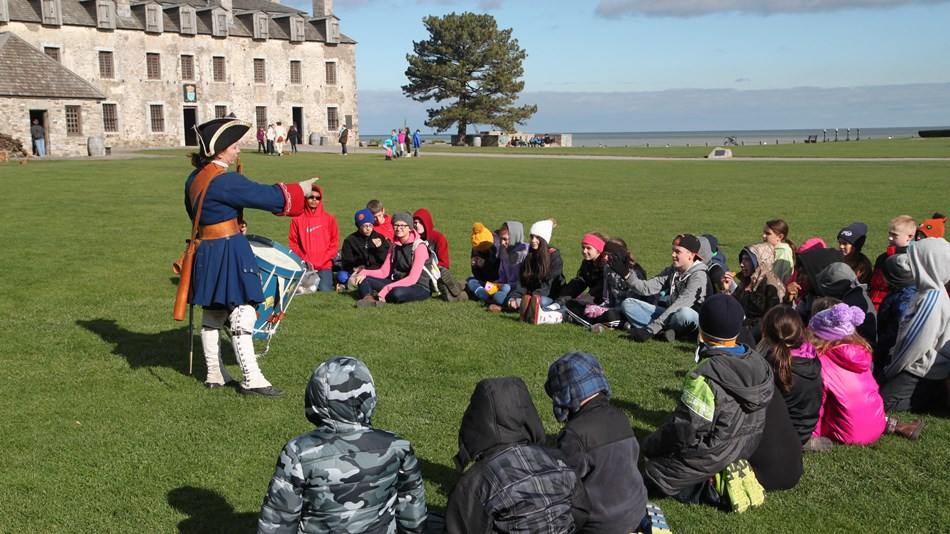 Children learn about revolutionary history at Fort Niagara