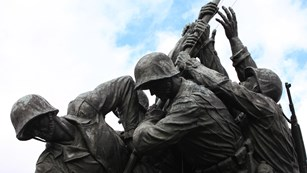 Statue of Marines planting a flag