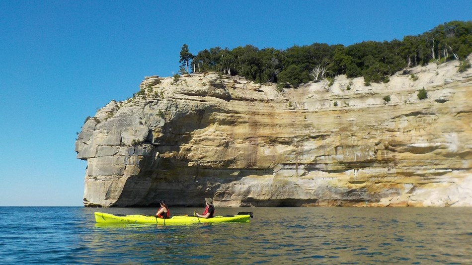 Cliffs and kayaks along Lake Superior