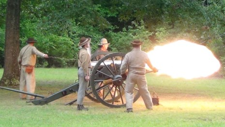 Living historians to present artillery demonstrations on Labor Day weekend.