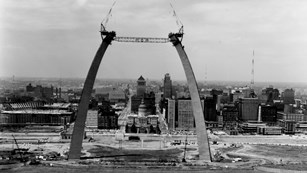 historic photo of the arch's construction