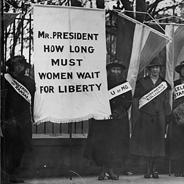 Picketing. Coll. Library of Congress
