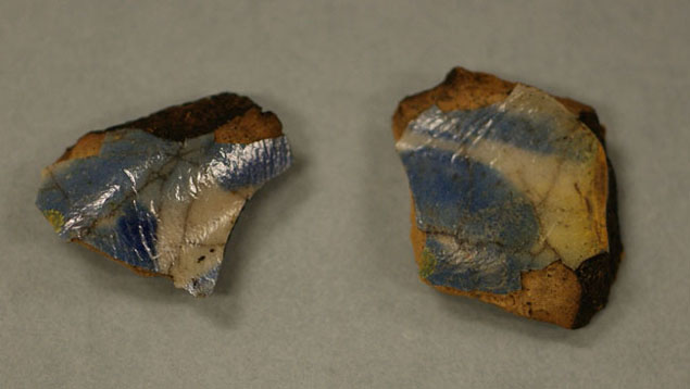 Two tin-glazed earthenware fragments unearthed in 2016.
