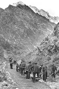 CCC enrollees working on the Kaibab Trail, 1935.