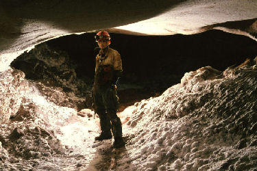 A caver in Jewel Cave (Marc Ohms Photo)