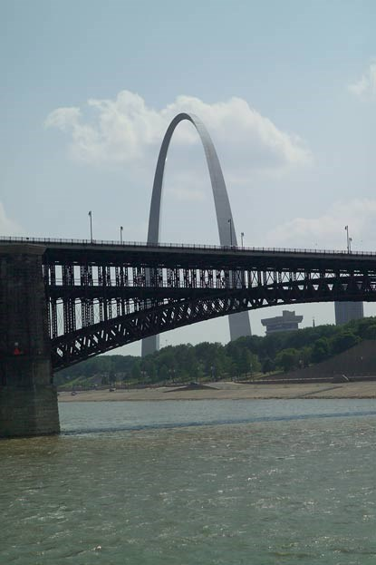 The Gateway Arch behind the Eads bridge.