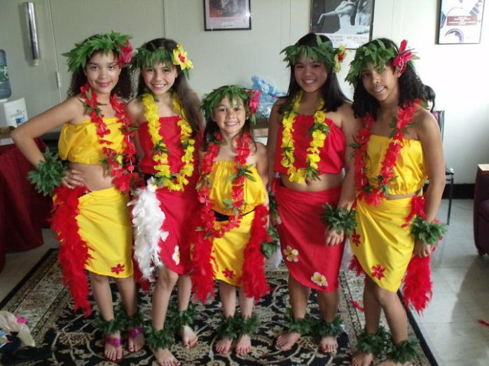 5 young Polynesian women in red and yellow traditional garb